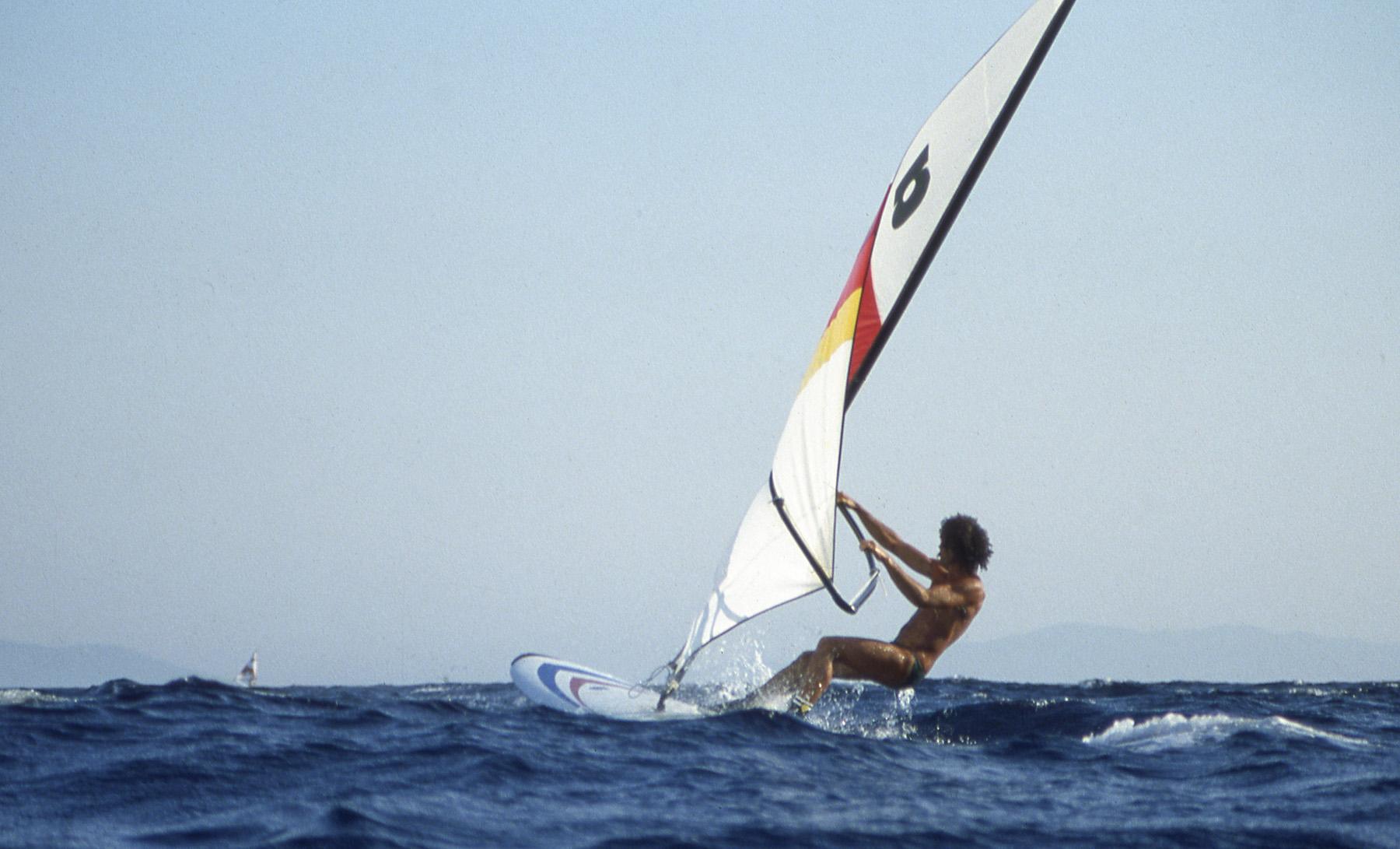 Planche à voile en méditerranée